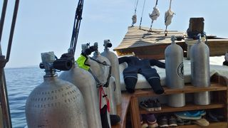dragon dive komodo liveaboard equipment